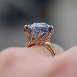 Rose Gold Rotate Shaped Round Cut Engagement Ring