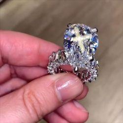 Unique Pear Shaped Engagement Rings
